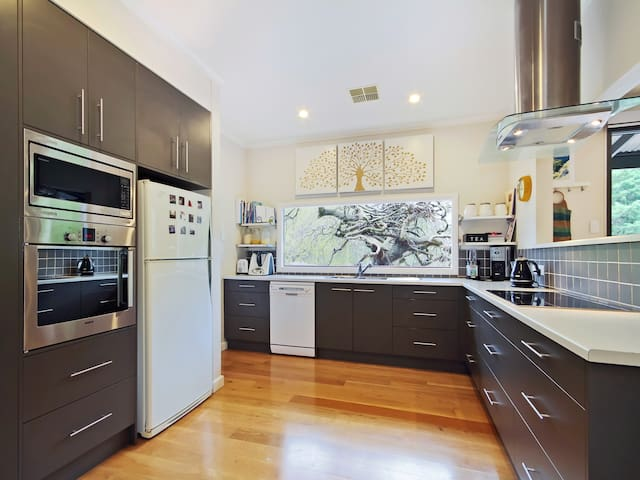 Treescape - Blackwood, Adelaide House Rental - Blackwood - House
