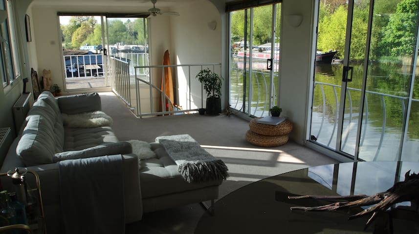 Thames Sanctuary, Floating Two Floor Houseboat - Hampton - Båt
