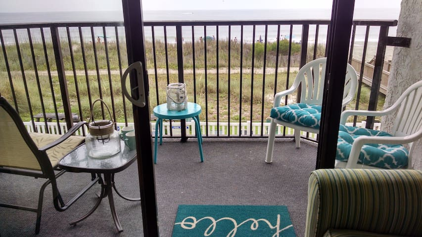 Affordable Oceanfront 1 Br, sleeps 4, Myrtle Beach