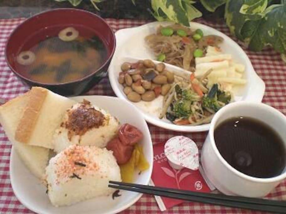 Free breakfast of Japanese & Western style 無料和洋朝食