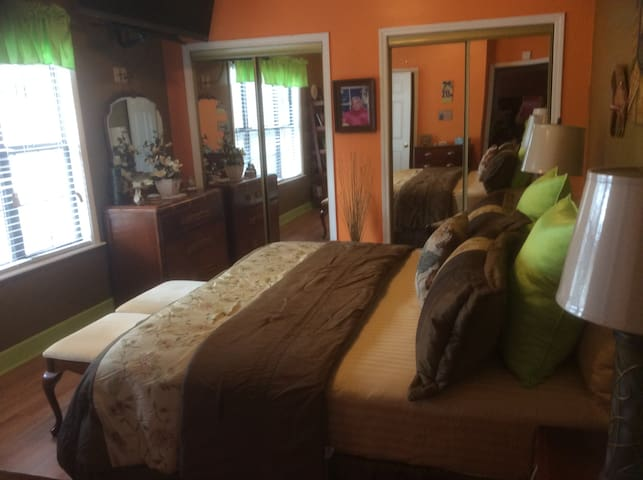 1 MASTER BEDROOM, FOR 2 GUESS