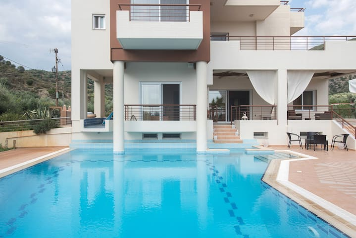 Luxurious 4bedroom Villa Kerezenia  - Kalamata - Villa