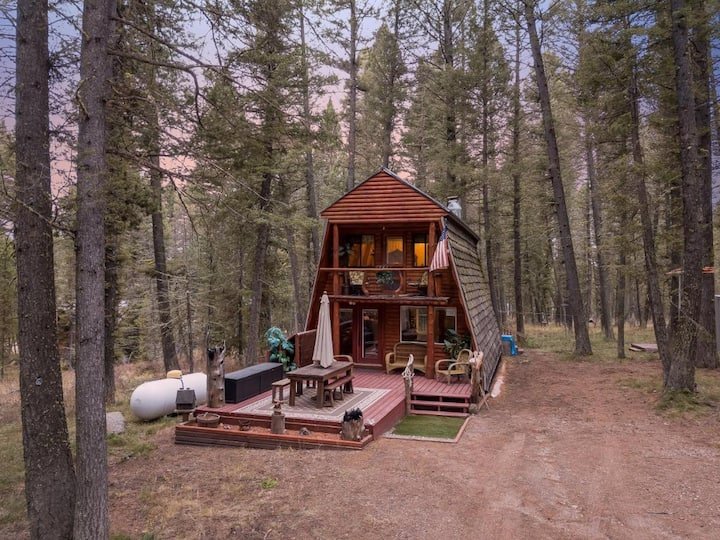 Knotty Pines Cabin, Sleeps 7, WiFi, 35mi to YNP