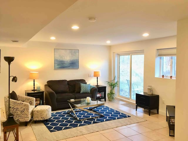 Roomy Hamptons Apartment with Pool - Pet friendly!