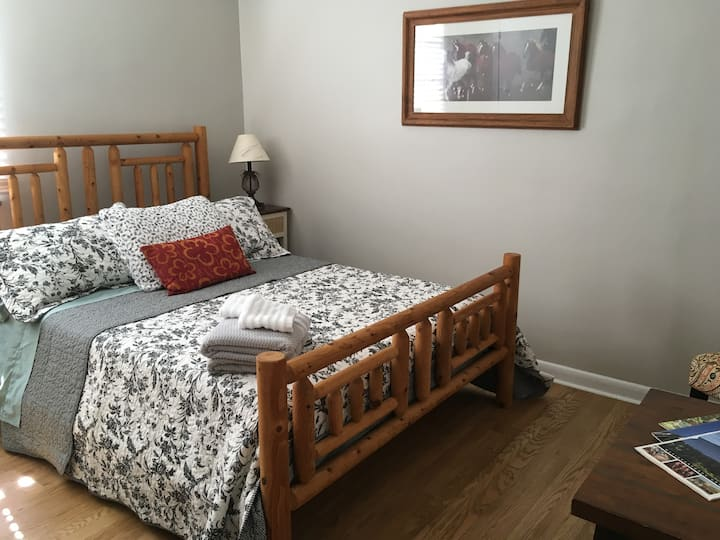 1 Comfy,Clean,Rustic Bdrm, Knoxville,15 min to UT!