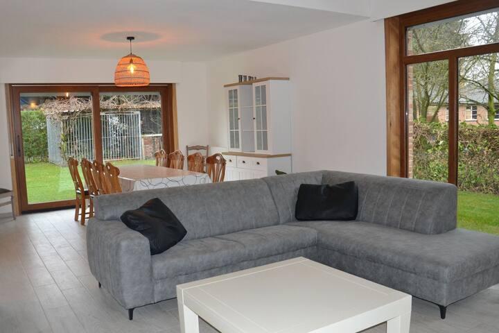 Welcoming Villa in Puivelde with Terrace, Garden, Barbeque