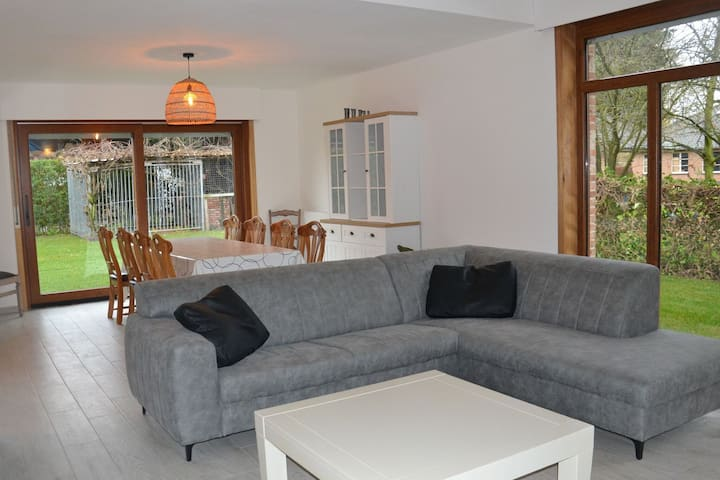 Welcoming Villa in Puivelde with Terrace, Garden, Barbeque