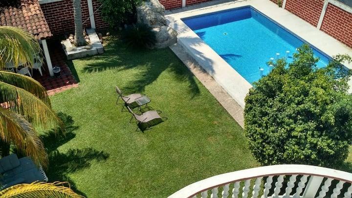 Bella casa pie de la cuesta, Villa Serrano