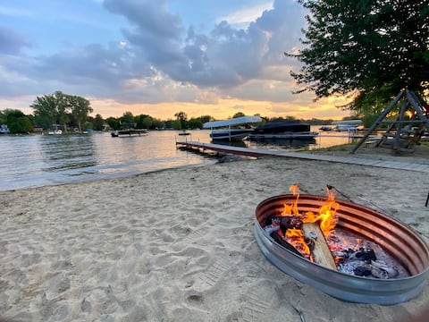 Relax and unwind Lakefront on beautiful Clear Lake