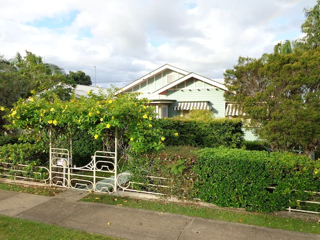Country Charmer -  Walk to town - Pet Friendly - Murwillumbah