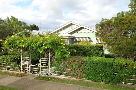 Country Charmer -  Walk to town - Pet Friendly - Murwillumbah - Casa