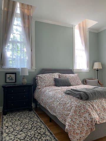 Alternate decor for Bedroom 1.