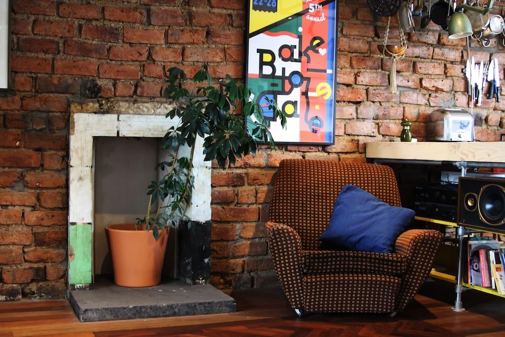 Open plan living room/ kitchen
