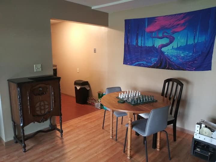 Nice little Iowa City place to stay with amenities