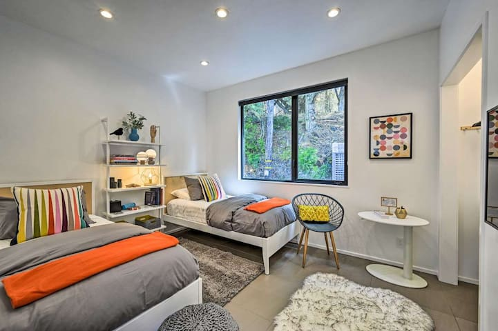 Twin Bedroom - 2 beds, comfortable firm mattress, luxurious linens, hydraulic lift laptop table and modern decor.