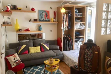 Studio chaleureux à deux pas de Montmartre