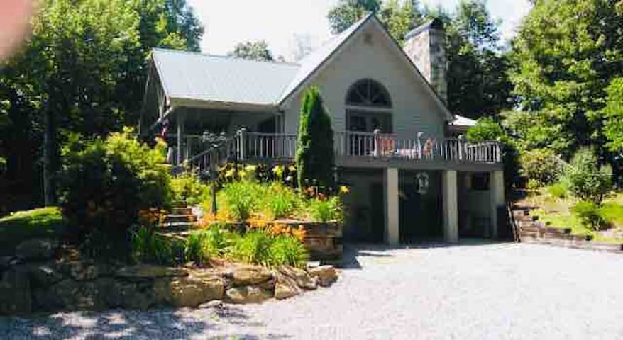 Bear's Rest, Mnt top cottage