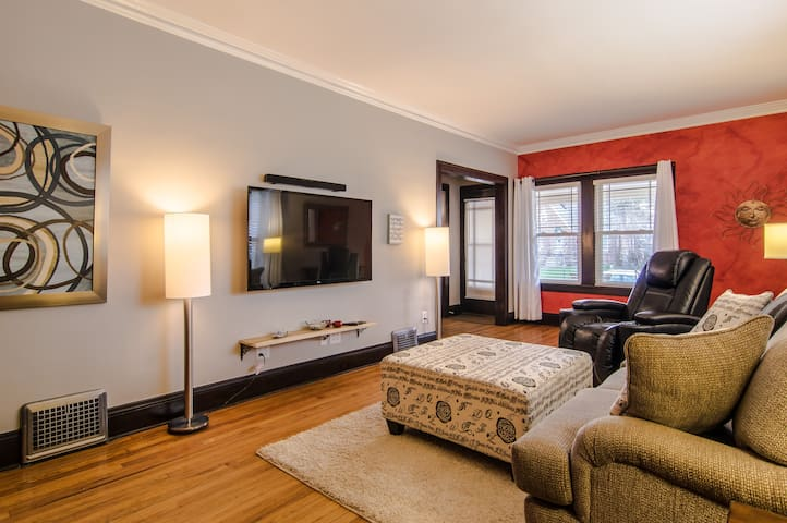 Stunning & Cozy 3/1 near CLE Clinic - Cleveland Heights - Dom