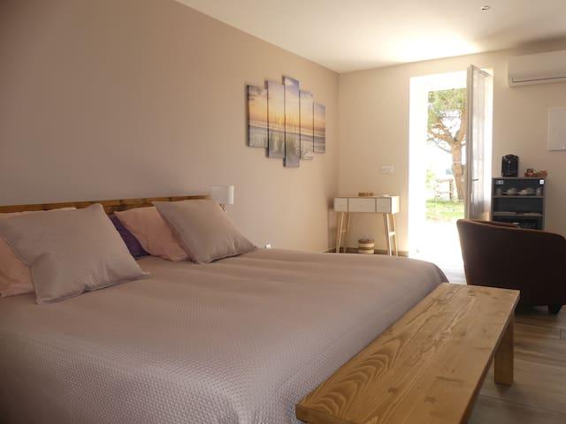 Chambre 2014 avec lit Queen size