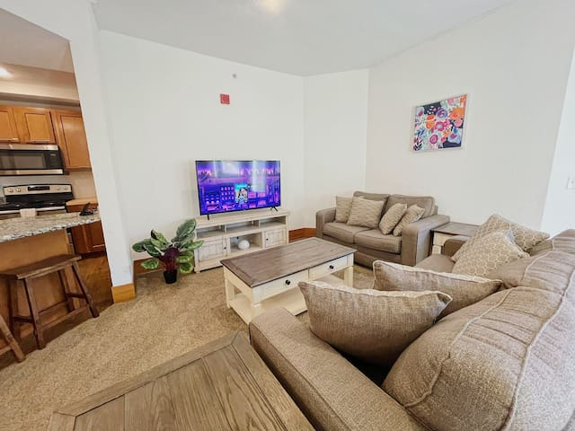 2BR Courtyard Apt w/ Balcony at The Grand Castle