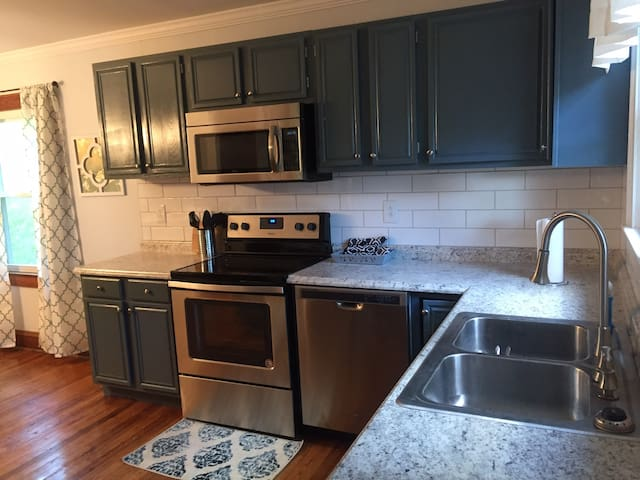 New Renovated 2018*2BR House*2 mins from I-64/I-77