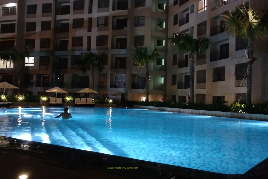 Swimming pool on floor 3A inside building T5