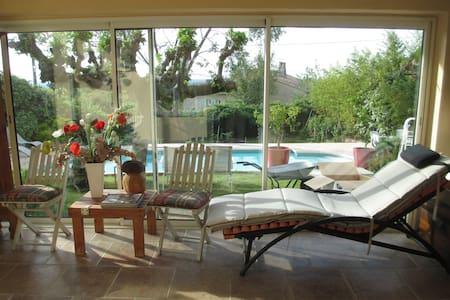 villa avec piscine 175m2 ou la moitié - Sauzet - บ้าน