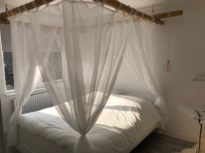 Romantic private room close to the beach