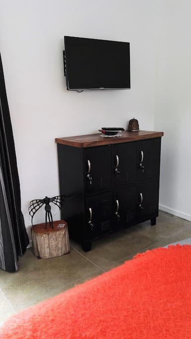 Drawers & smart Tv