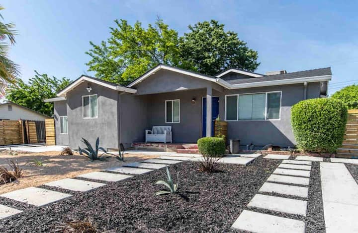 Newly remodeled, 20 min from SMF airport