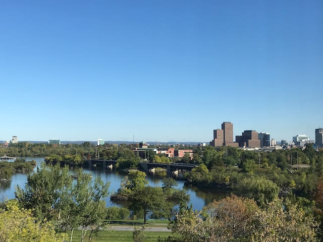 3KM from Parliament Hill - Beautiful River view!