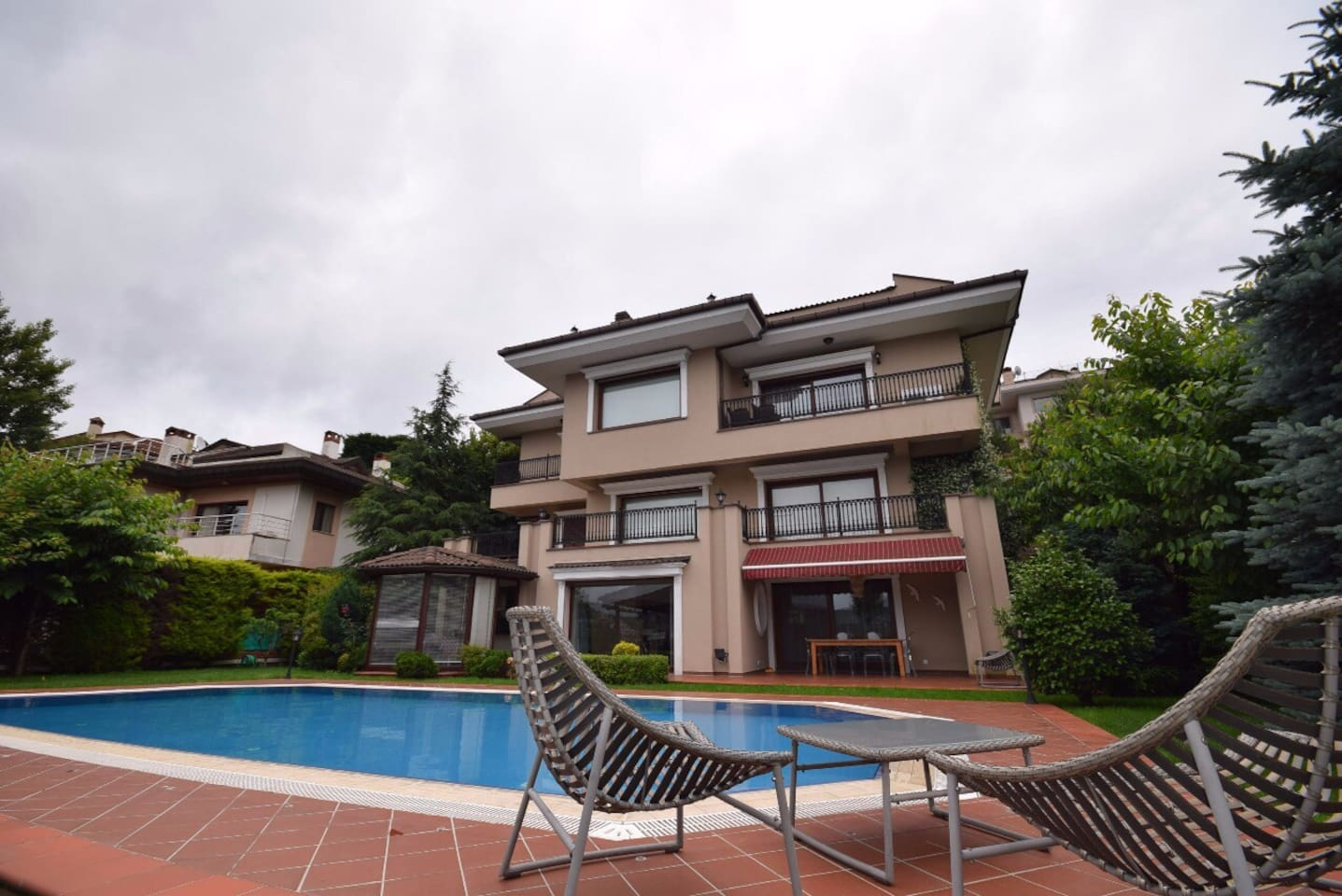 Stunning villa with private pool - 4 floors