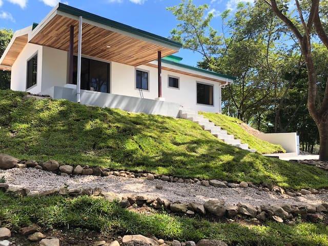 Casa Jaguarundi- Paradise point- 5min to the beach