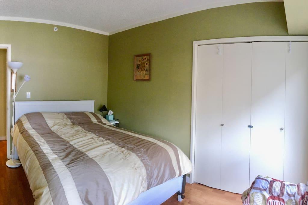 Bedroom with Queen memory foam mattress