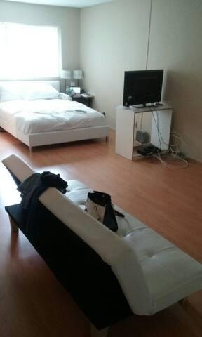 Shared  Room / $65  in Pasadena - Pasadena - Apartment