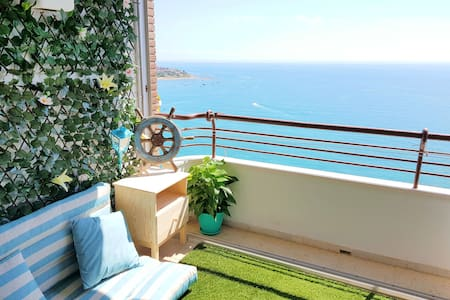 NEW APT With SEA VIEW, beach & city center access