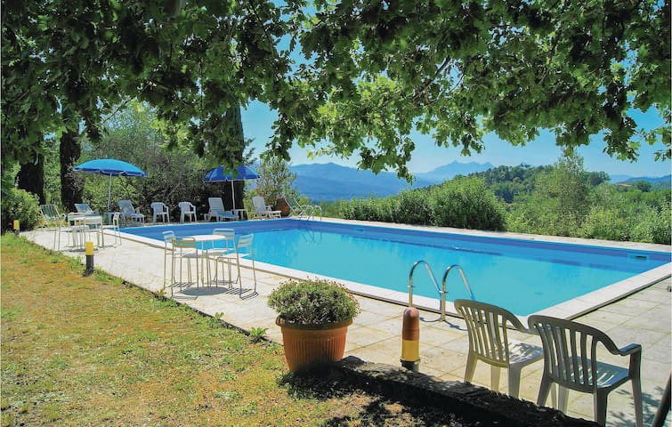 Holiday cottage with 4 bedrooms on 130 m² in Pontremoli -MS-