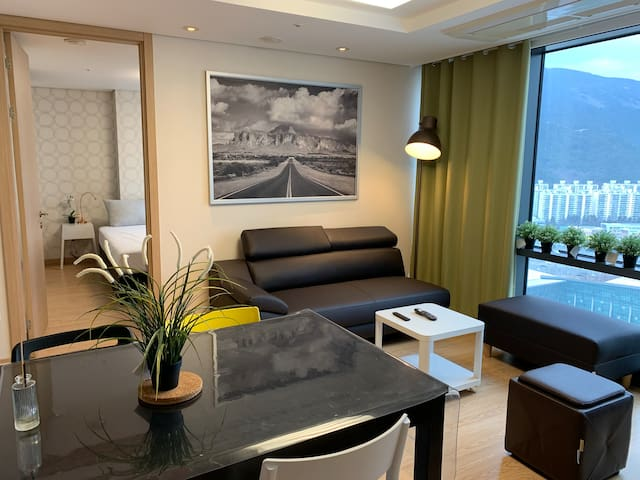 Rarely find 3BR/2BA, 2mins to MRT/BEXCO, ENGfluent
