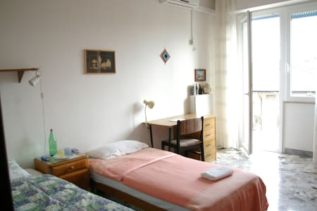 Light and spatious room in flat near to the centre - Lanciano - Квартира