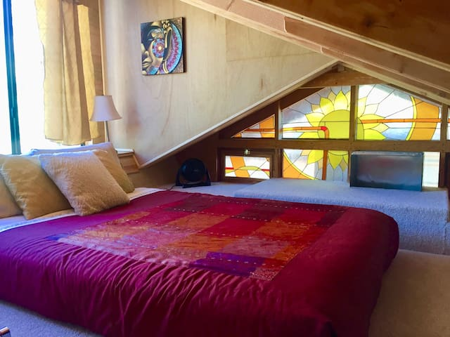 loft with amazing view full bed