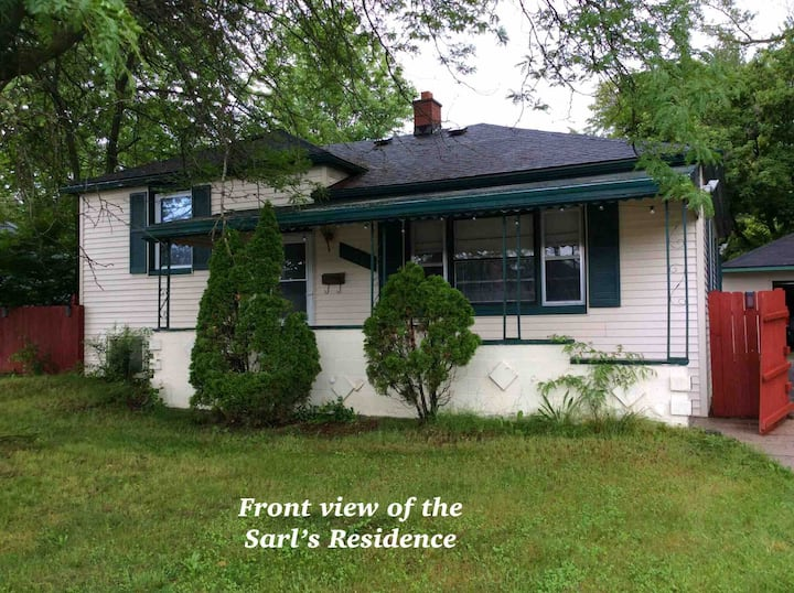 The Sarl's Residence: ORCHID Room , Cozy & Comfy