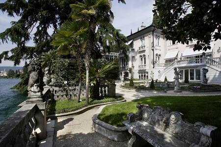 Stupenda villa d'epoca fronte lago - Salò