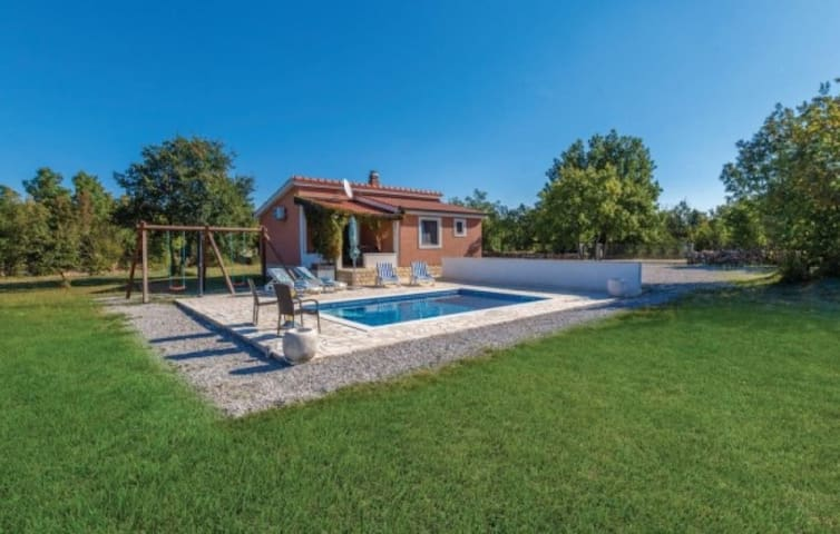 Holiday home Vlastelica, private outdoor pool