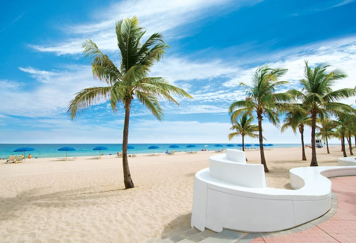 Unit #4 - Harbourside Flats - Fort Lauderdale, Centrally Located, 2 Bedroom, Sleeps 5 people!