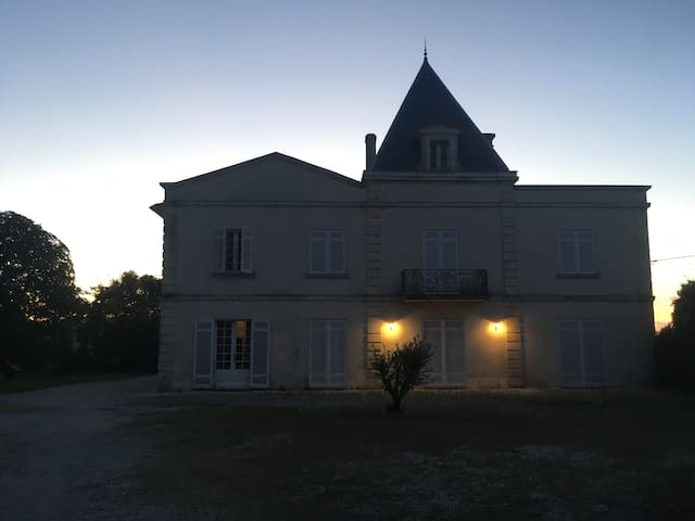 Château à 20 min de Bordeaux.