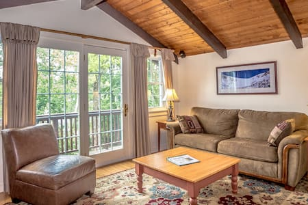 Cozy European Style Chalet (Unit A) - Intervale