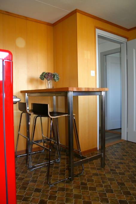 2 zimmerwohnung charme ausblick auf thunersee wohnungen zur miete in spiez bern schweiz. Black Bedroom Furniture Sets. Home Design Ideas