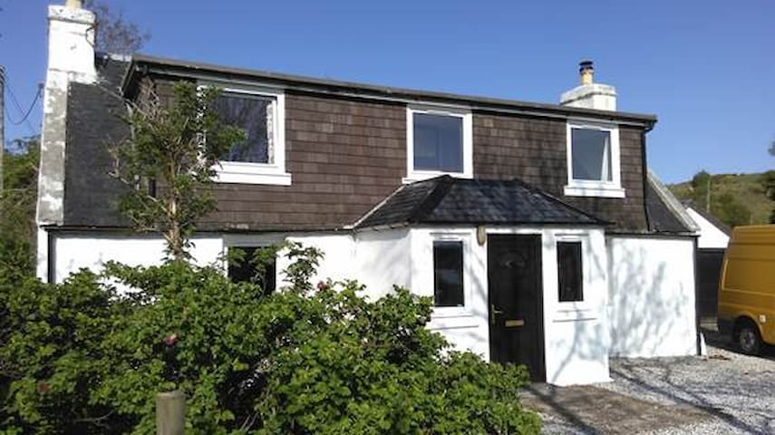 The Cottage, Ferindonald, near the Armadale ferry - Teangue - House