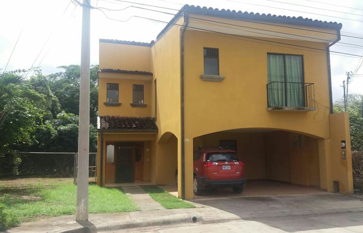 Villareal Town-House Art Gallery