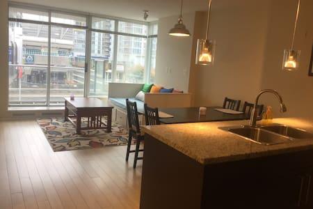 Downtown Condo Private Room - Vancouver